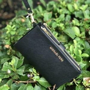 Michael Kors Jet Set Zip Leather Wristlet Black
